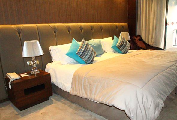 Das Royal Atlas Hotel besticht durch überaus großzügige Zimmer mit Strandblick. (Foto Karsten-Thilo Raab)