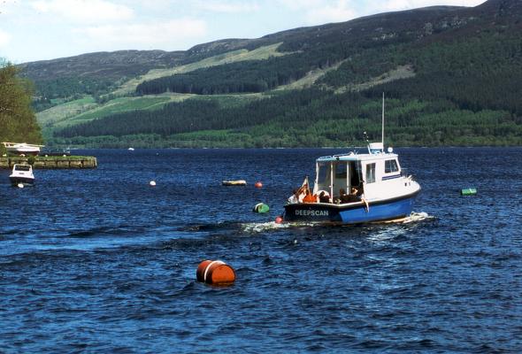 Auch vom Boot aus lässt sich die Suche nach Spuren von Nessie hautnahe erleben. (Foto Karsten-Thilo raab)