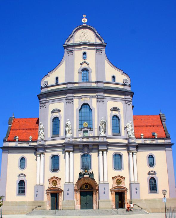 Die Bassilika in Altötting ist seit Jahr und Tag Ziel vieler Pilger. (Foto Karsten-Thilo Raab)
