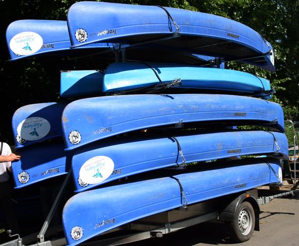 Am Ferdinand-Wilhelm-Fricke-Weg stehen die Boote nach Absprache bereit. (Foto karsten-Thilo Raab)