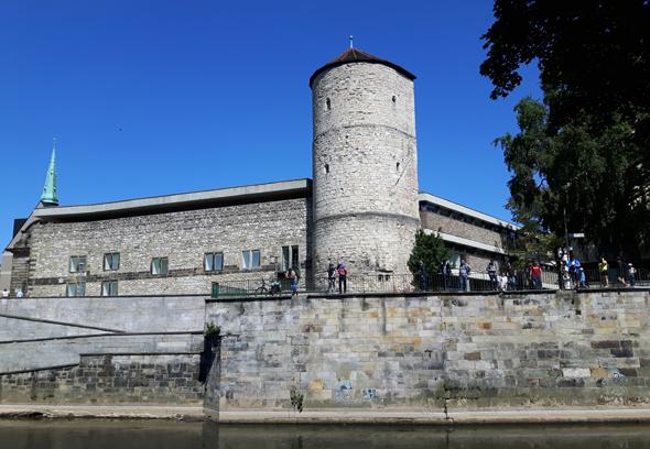 Der Beginenturm am Historischen Museum gehört zu den markanten Blickfängen auf der Kanutour. (Foto Karsten-Thilo Raab)