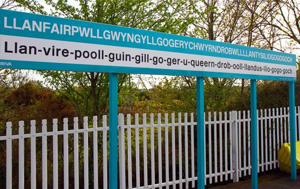 Der Bahnhof in Llanfair Pwllgwyngyll ist einer der größten Touristenmagnetenin Anglesey im Norden von Wales. (Foto Karsten-Thilo Raab)