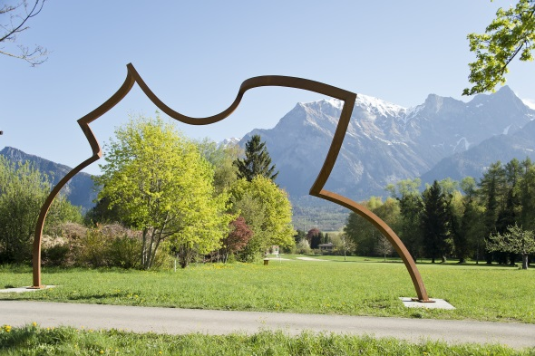 """Einer der Blickfänge bei der Schweizerischen Triennale """"Bad RagARTz"""": die Skulptur von Markus Graf und Gabriel Mazenauer. (Foto SaraFoser, Foto Fetzer)"""