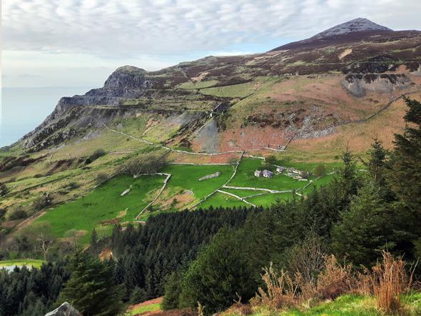 Nant Gwrtheyrn duct sich in einem tief eingeschnittenen Tal. (Foto Karsten-Thilo Raab)