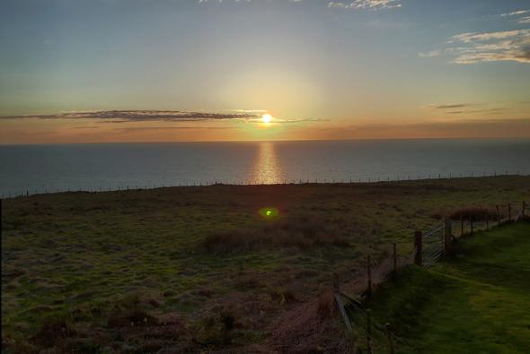 Sonnenuntergang über der Irischen See in Nant Gwrtheyrn. (Foto Karsten-Thilo Raab)