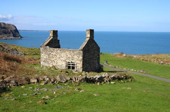 Ein Überbleibsel aus Steinbruchzeiten oberhalb der Irischen See. (Foto Karsten-Thilo Raab)