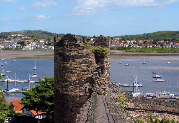 Conwy wird von einer stolzen mittelalterlichen Stadtmauer umgeben. (Foto Karsten-Thilo Raab)