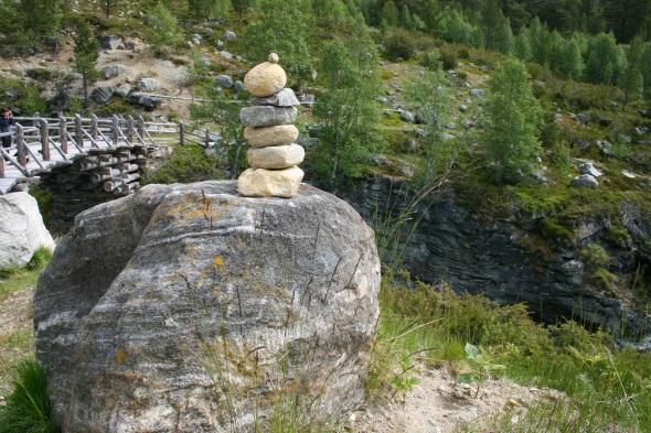 Wie überall in Norwegen dienen Steinmännchen der Orientierung. (Foto Karsten-Thilo Raab)