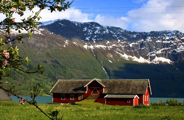 Am Lustrafjord präsentiert sich Norwegen in seiner ganzen Pracht. (Foto Karsten-Thilo Raab)
