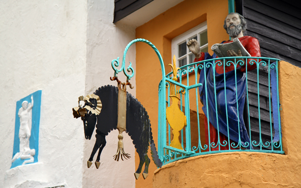 Knallige Farben und Kurioses gehen oft Hand in Hand. (Foto Karsten-Thilo Raab)