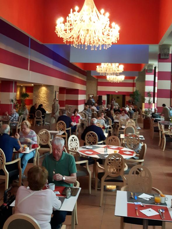 Das Büffetrestaurant serviert dreimal täglich kalte und warme Spesien. (Foto Karsten-Thilo Raab)