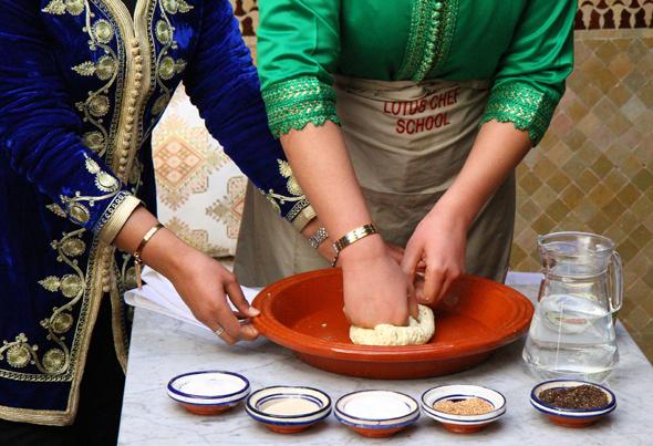 Beim Brotbacken werden nur einige wenige Zutaten verwendet. (Foto Karsten-Thilo Raab)