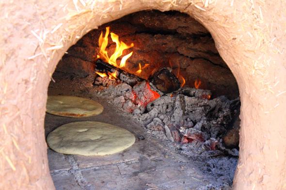 Das Brot wird noch wie vor Hunderten von Jahren hergestellt. (Foto Karsten-Thilo Raab)