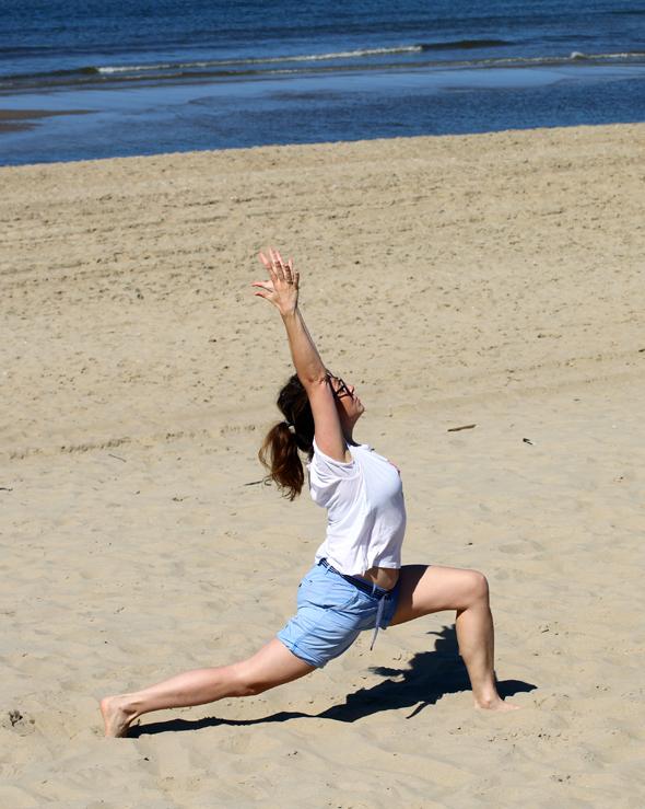 Auch für Strand-Yoga bieten sich vielfältige Möglichkeiten. (Foto Karsten-Thilo Raab)