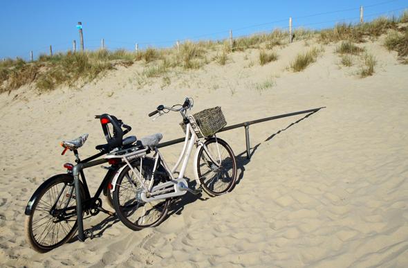 Viele nutzen das exzellente Radwegenetz, um bis an den Strand zu rollen. (Foto Karsten-Thilo Raab)