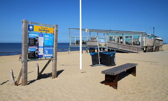 Der Strandpaviiljoen Zee van Tijd ist eine der Einkehrmöglichkeiten direkt an der Nordsee. (Foto Karsten-Thilo Raab)