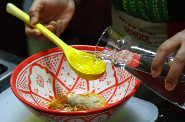 Beim Anrichten der Salate liegt das Geheimnis des Geschmacks ebenfalls in der Sauce. (Foto Karsten-Thilo Raab)