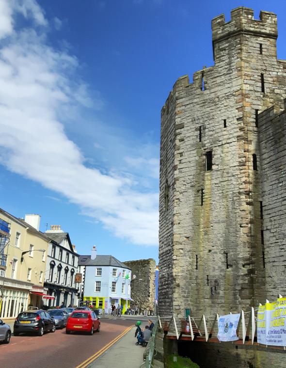 Ein charmantes Kleinod ist Caernarfon mit dem mitten in der Stadt gelegenen  Castle. (Foto Karsten-Thilo Raab)