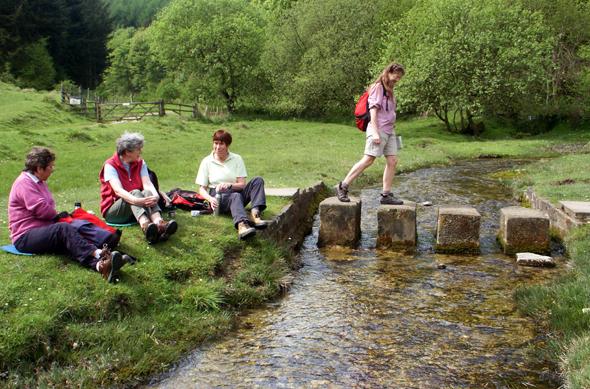 Wanderer im Nettle Dale auf dem Inn Way. (Foto Karsten-Thilo Raab)