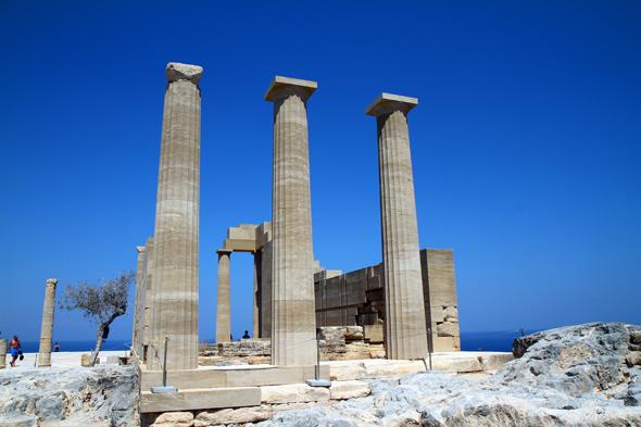Der prächtige Tempel der Athene Lindia auf der Akropolis von Lindos. - Foto Karsten-Thilo Raab