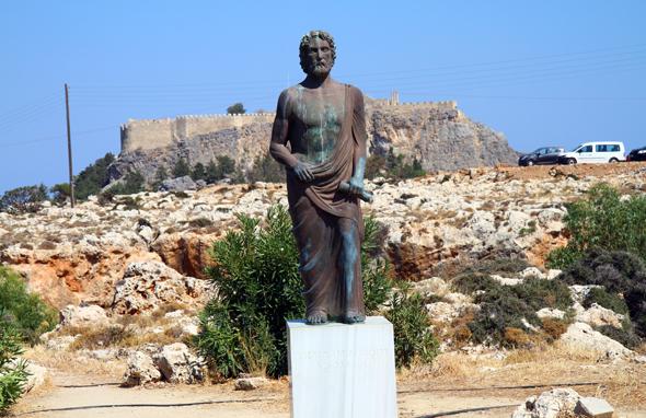 Weithin sichtbar ist die Akropolis von Lindos. - Foto Karsten-Thilo Raab