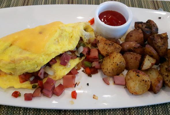 Das hoteleigene Solaire Restaurant serviert zum Frühstück auch gerne mal Deftiges. (Foto Karsten-Thilo Raab)