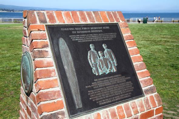 Gedenkstein für die hawaiianischen Prinzen vor dem Mark Abbott Memorial Lighthouse. (Foto Karsten-Thilo Raab)