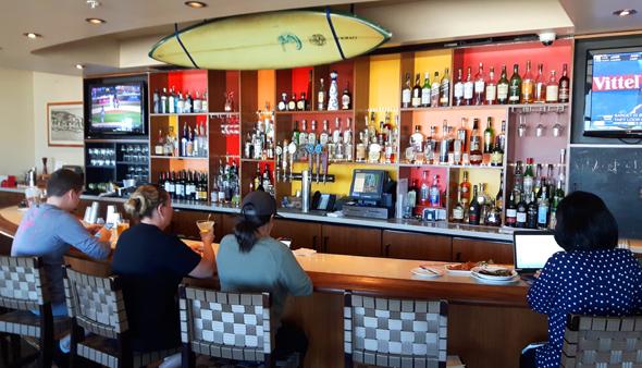 Jack O'Neill Bar ist heute nicht n ur Treffpunkt für Surfer. (Foto Karsten-Thilo Raab)
