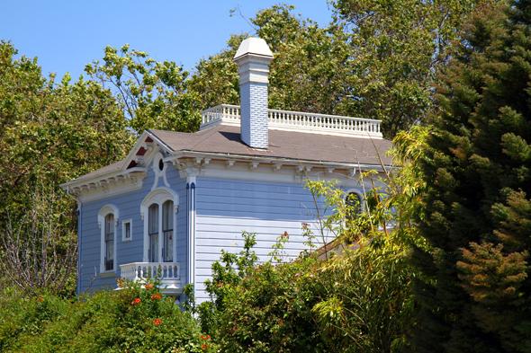 Das Bild von Santa Cruz prägen auch einige prächtige Holzhäuser. (Foto Karsten-Thilo Raab)