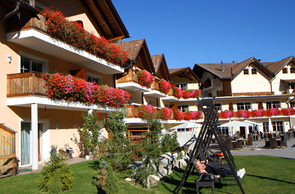 Das Vier-Sterne-Haus liegt in einem ruhigen Südtiroler Seitental. - Foto Karsten-Thilo Raab