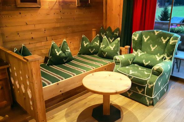 Gemütliche Sitzmöbel gehören zum Standard der Zimmer. - Foto Karsten-Thilo Raab
