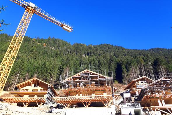 Im Ratschingstal wird fieberhaft an der fertigstellung der Chalets gebaut. - Foto Karsten-Thilo Raab