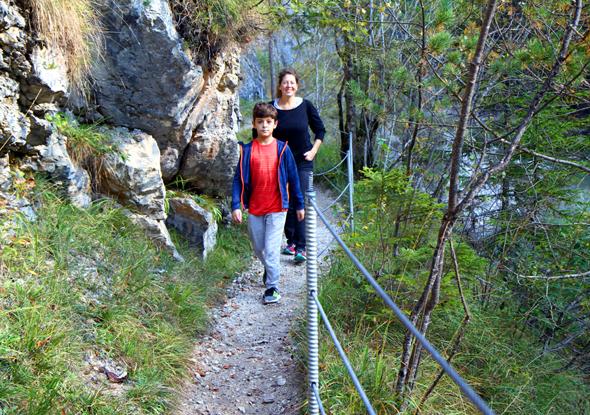 Der Wanderweg durch die Tiefenbachklamm ist gut gesichert. - Foto Karsten-Thilo Raab