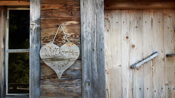Die Lauser Alm lädt ebenso wie die Gasthöfe auf dem Wiedersberger Horn zu Pausen ein. - Foto Karsten-Thilo Raab