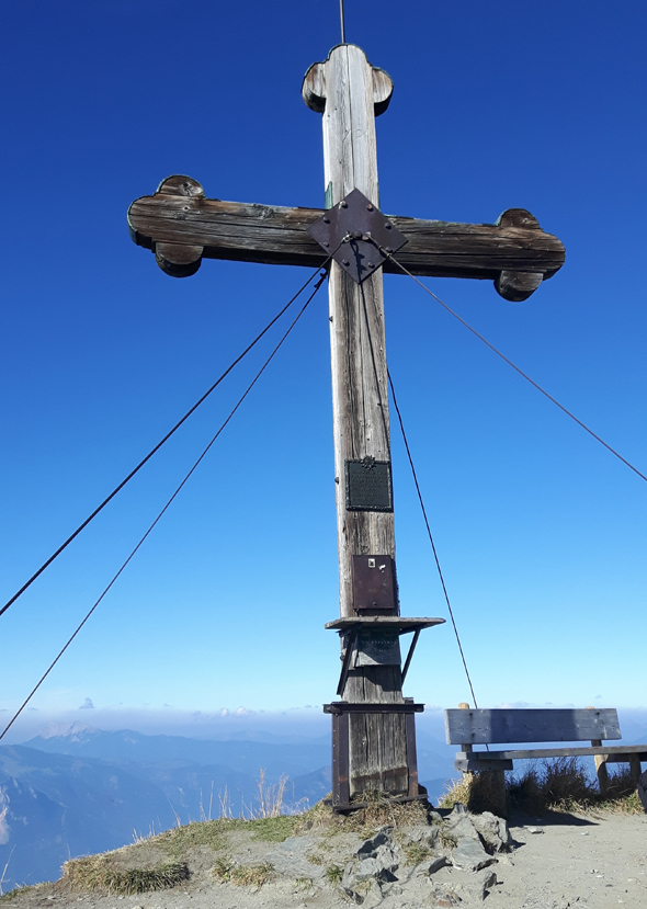 Auf 2127 Meter findet sich das Gipfelkreuz des Wiedersberger Horns. - Foto Karsten-Thilo Raab