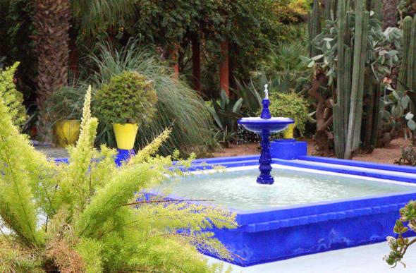 Brunnen und Wände zieren das Majorelle-Bleu. - Foto Karsten-Thilo Raab