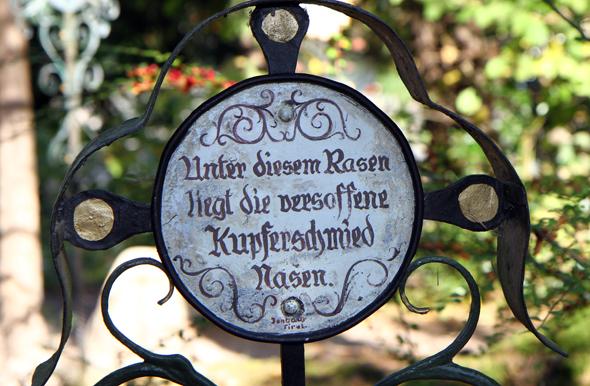 Auch vor den Gewohnheiten der Verstorbenen machten die Nachrufe nicht halt. - Foto Karsten-Thilo Raab