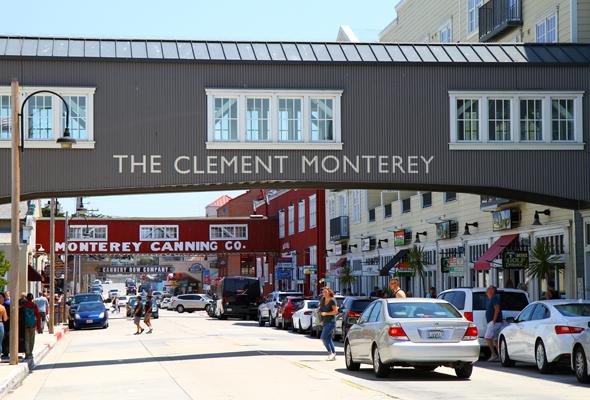 Die ehemaligen Ölsardinen-Fabriken an der Cannery Row sind noch heute stadtbilsprägend. - Foto Karsten-Thilo Raab
