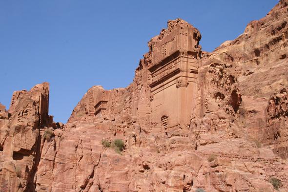 Zu den beeindruckenden Bauwerken gehört auch dieses Seidengrab. - Foto Karsten-Thilo Raab