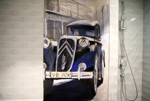 Automobiles Badezimmer im Böblinger V8 Hotel. - Foto Karsten-Thilo Raab