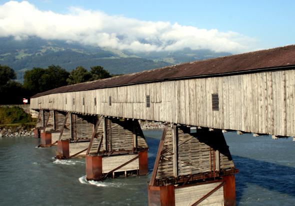 Die Alte Rheinbrücke verbindet das Fürstentum mit der benachbarten Schweiz. - Foto Karsten-Thilo Raab