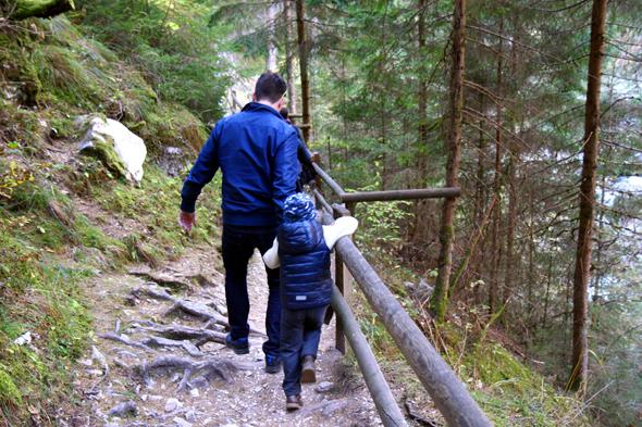 Die gut gesicherten Wege sind auch für Familien mit kleineren Kindern gut zu bewältigen. - Foto Karsten-Thilo Raab