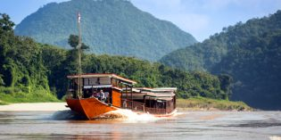 Laos – unterwegs im Holzschiff über den Mekong