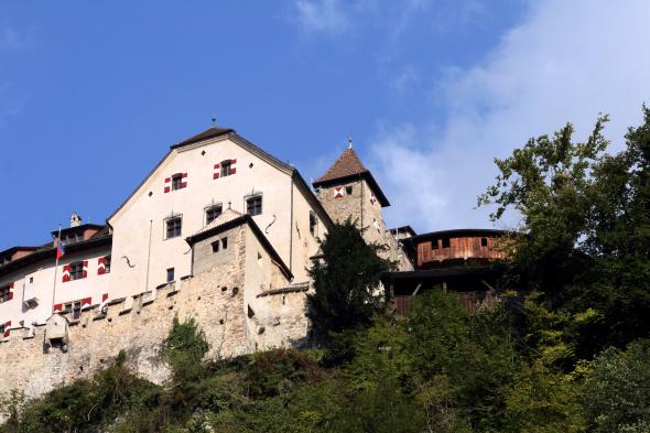 Hoch über Vaduz thront das Schloss als Sitz der Fürstenfamilie. - Foto Karsten-Thilo Raab
