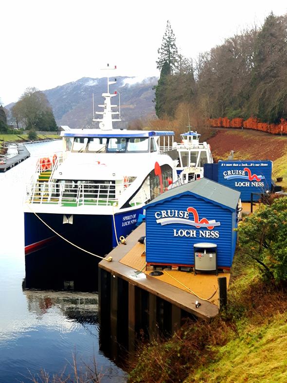 Von Fort Augustus aus starten verschiedenen Bootsanbieter zu Touren über das Loch Ness. - Foto Karsten-Thilo Raab