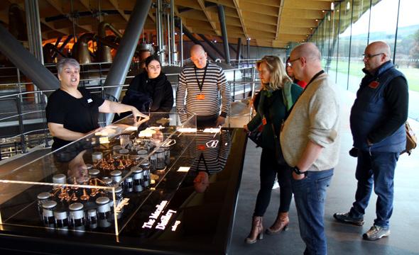 Bei Führungen erhalten interessierte Besucher Einblicke in alle Produktionsschritte. - Foto Karsten-Thilo Raab