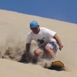 Sandboarden in der peruanischen Wüste