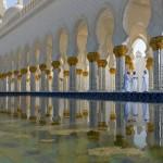 Sheikh Zayed Moschee in Abu Dhabi gewährt Zutritt während der Gebetszeiten