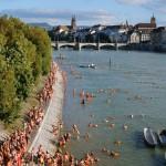 Wenn 3.000 Seelen in Basel in den Rhein steigen