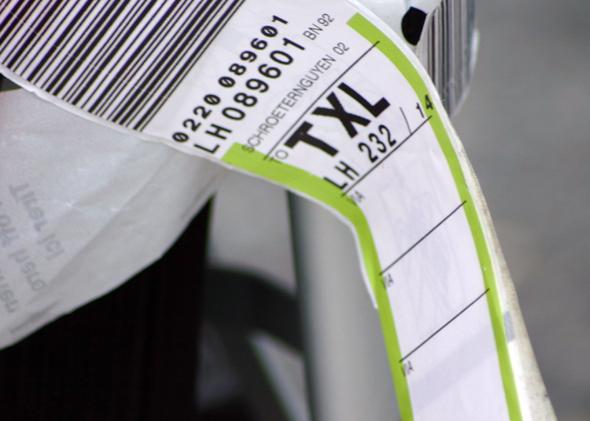 Der Drei-Letter-Code am Koffer, zeigt wohin das Gepäck auf die Reise geschickt wird. (Foto Karsten-Thilo Raab)